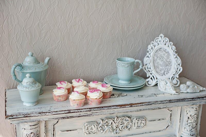 Gâteaux pour la fête d'anniversaire images stock