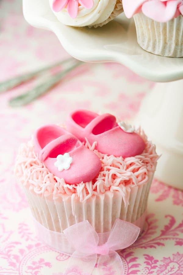 Gâteaux pour une douche de chéri images stock