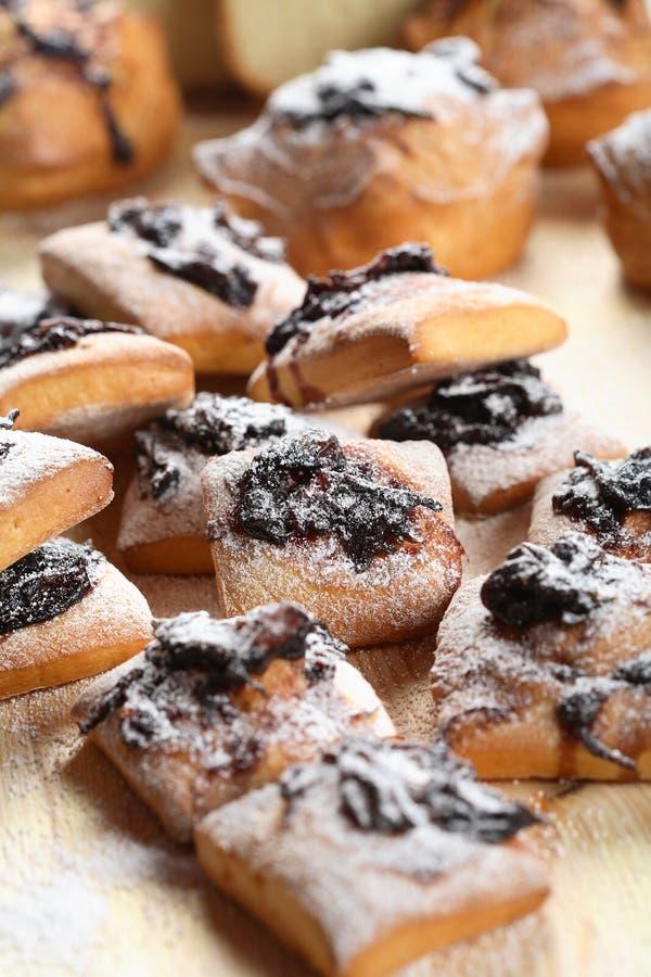 Gâteaux savoureux avec le bourrage images libres de droits