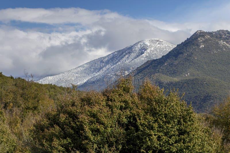 Góry na zimie, chmurzą dzień Peloponnese, Grecja obrazy royalty free
