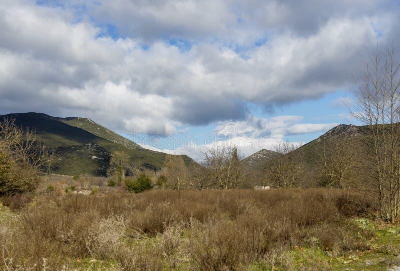 Góry na zimie, chmurzą dzień Peloponnese, Grecja zdjęcie stock