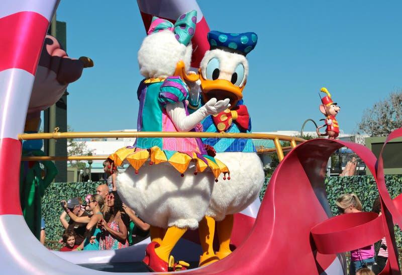 Gänseblümchen- und Donald Duck an Disney-Welt lizenzfreies stockbild