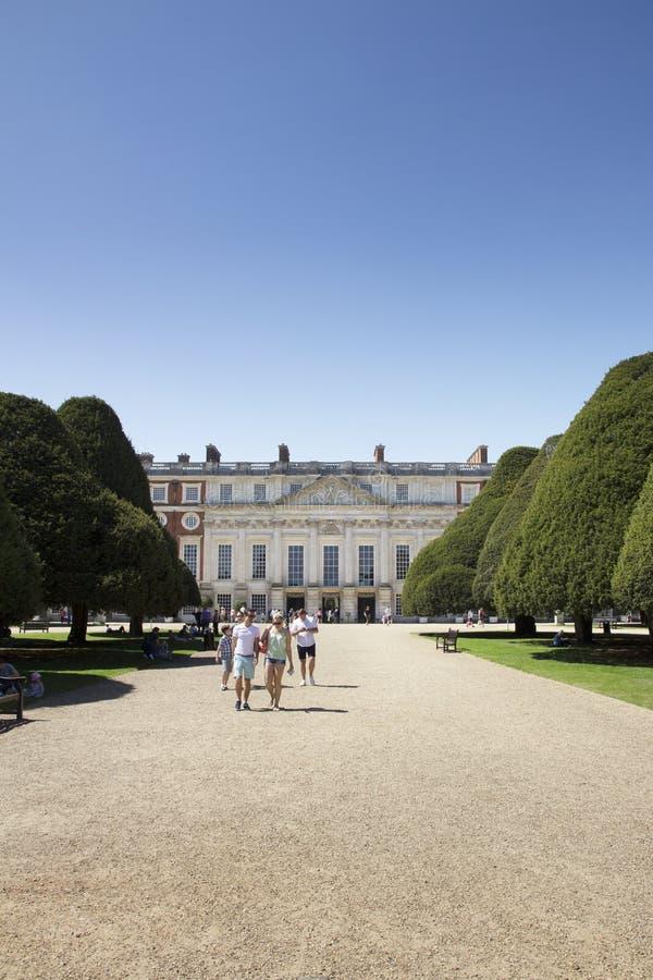 Gärten bei Hampton Court Palace, der ursprünglich für hauptsächlichen Thomas Wolsey 1515 errichtet wurde, später stockfoto