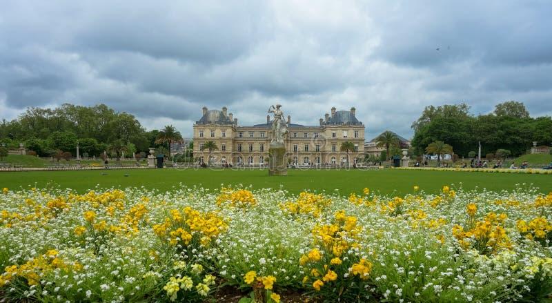 Gärten und Versailles-Schloss in Paris, Frankreich lizenzfreies stockfoto