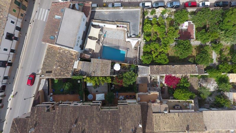 Gärten von Häusern innerhalb der Dörfer in Mallorca stockfoto