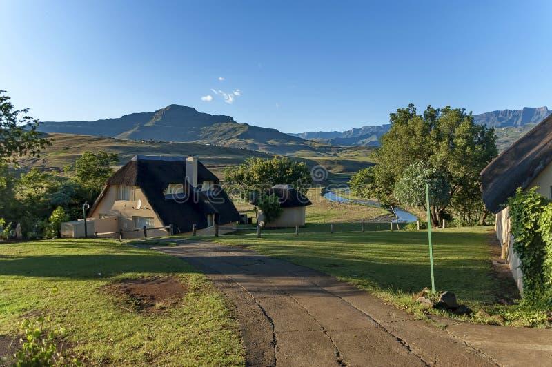 Gästehaus bei königlicher Natal Park in die Drachenberge-Berg lizenzfreie stockfotos
