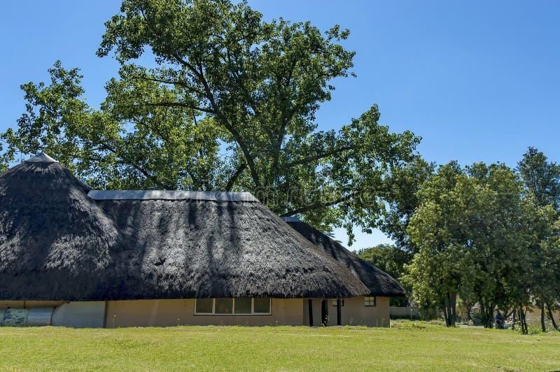 Gästehaus bei königlicher Natal Park in die Drachenberge-Berg stockbilder