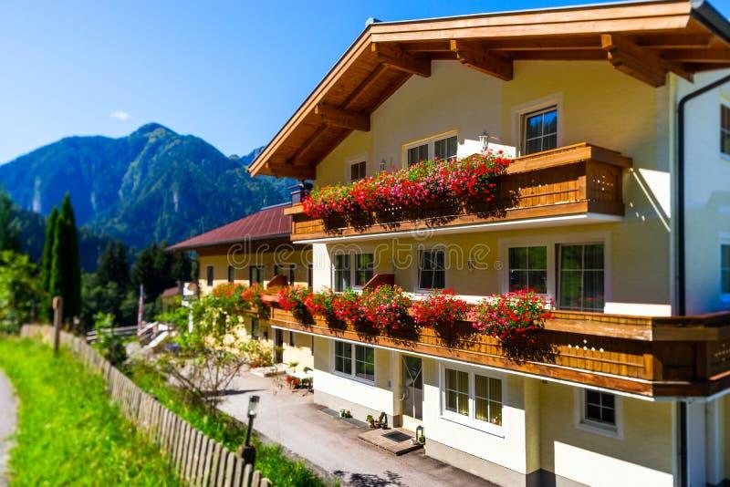 Gästhem i det lugna stället, berg och naturen, Österrike royaltyfria foton