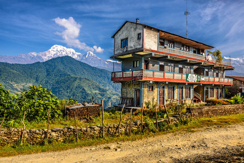 Gästhus i Himalayasbergen arkivfoto