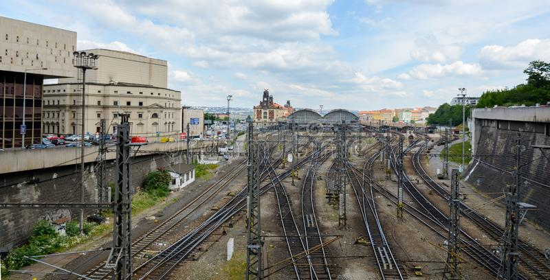 Główna środkowa stacja kolejowa jest kolejowym złączem Praga i całością republika czech wielkim i znacząco zdjęcia royalty free