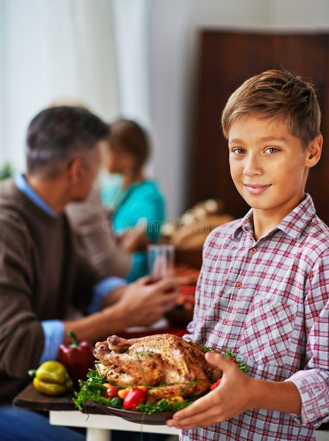 Gå att äta middag med familjen royaltyfria bilder