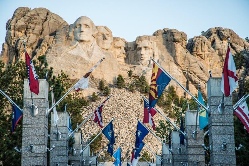 Gå av flaggatillträde på Mount Rushmore arkivbild