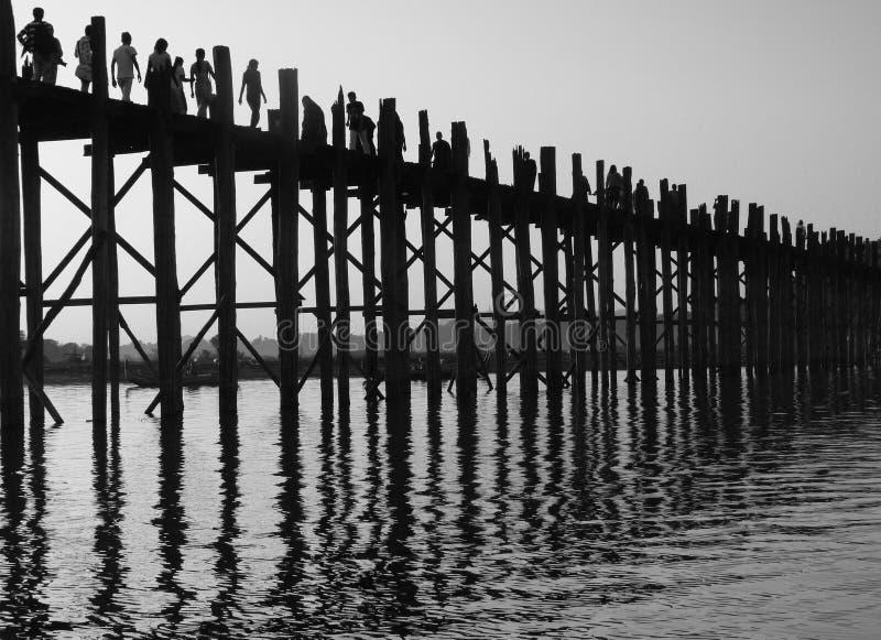 Gå bro i Myanmar (Burma) royaltyfri foto