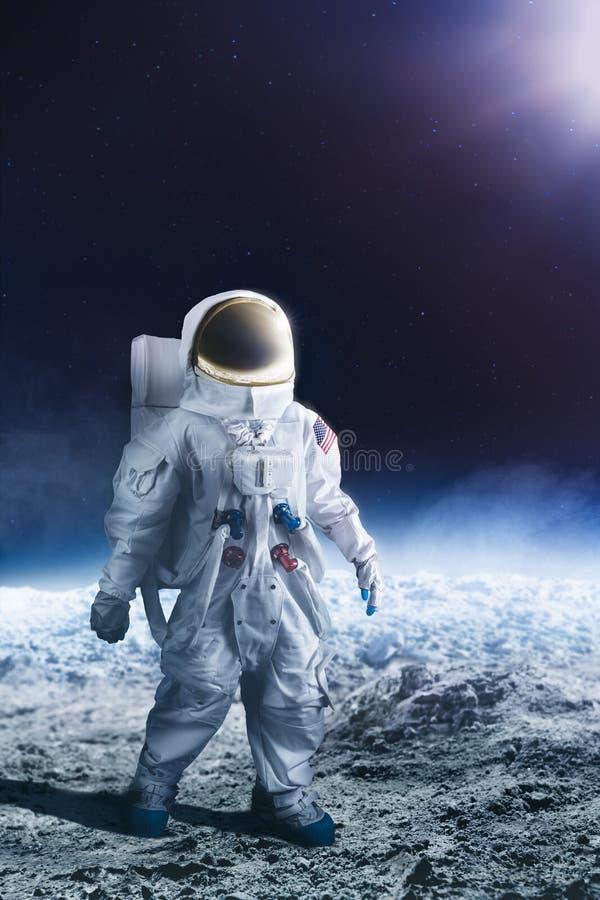 gå för astronautmoon arkivfoto