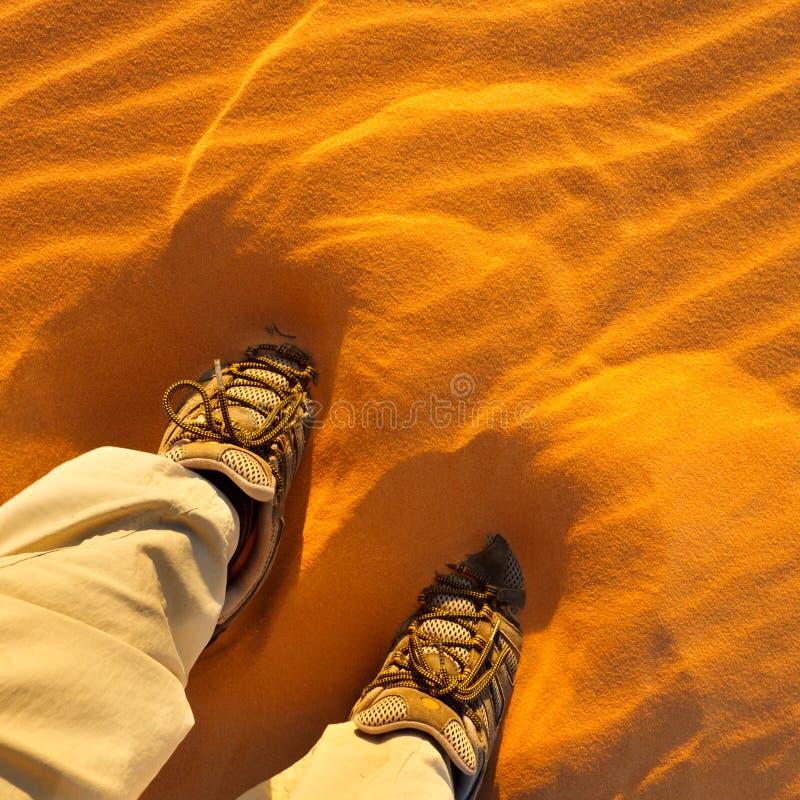 gå för sand arkivfoto