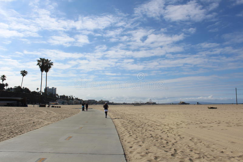 Gå i Santa Monica, Kalifornien royaltyfria bilder