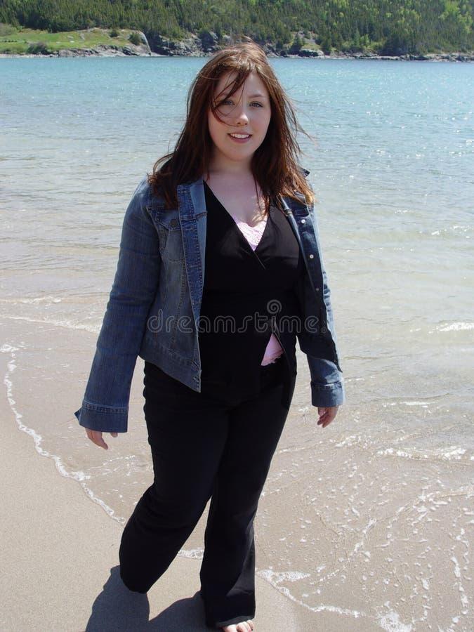 Gå Kvinna För Strand Royaltyfria Foton