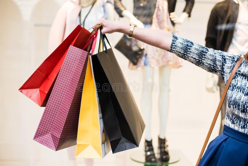 gå låter shopping arkivfoto