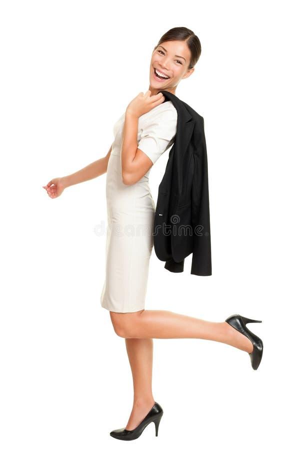 Gå lyckligt le för affärskvinna arkivfoto