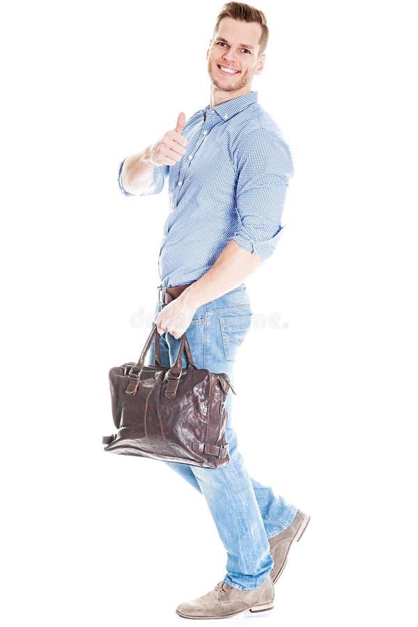 Gå mannen med bärbar datorpåsen royaltyfria foton