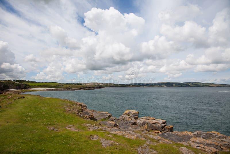 Gå runt om Lligwy och Moelfre arkivbild