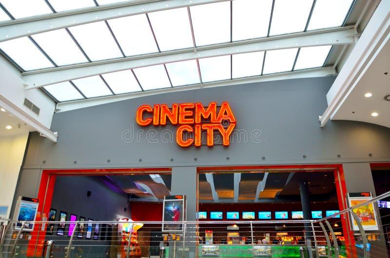 Gå till biostaden royaltyfria bilder