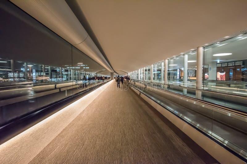Gå väginre av Narita den internationella flygplatsen arkivfoton