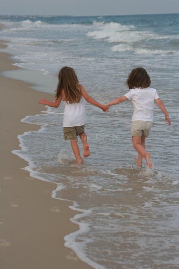 gå vatten för flickor två royaltyfri fotografi