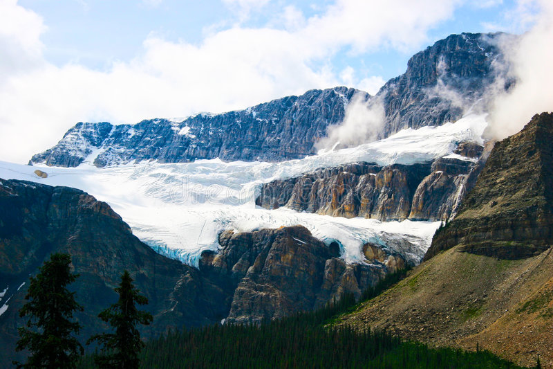 gångallé för natio för icefields för banff crowfootglaciär arkivbild
