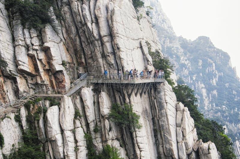 Gångbana och geologiska bildande Kina för Songshan sanhuangplanka royaltyfria bilder