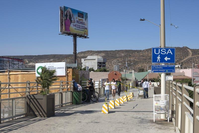 Gångbana till den PedWest gränsövergången royaltyfria bilder