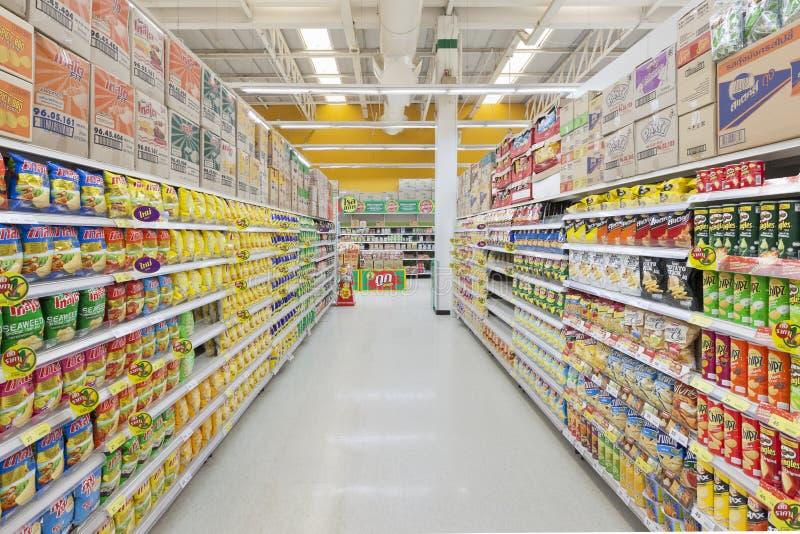 Gångsikt av en Tesco Lotus supermarket royaltyfri foto