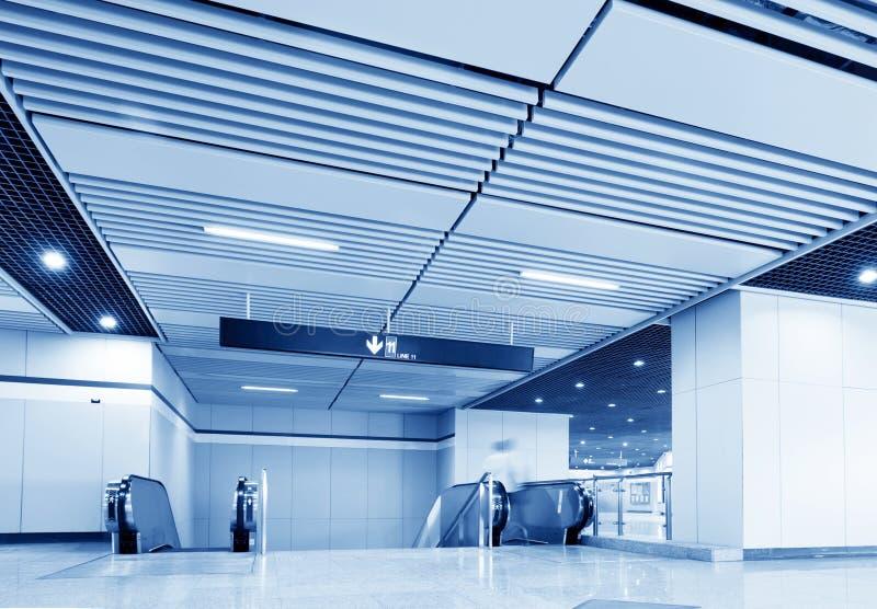 gångtunnel för korridorshanghai station arkivbild