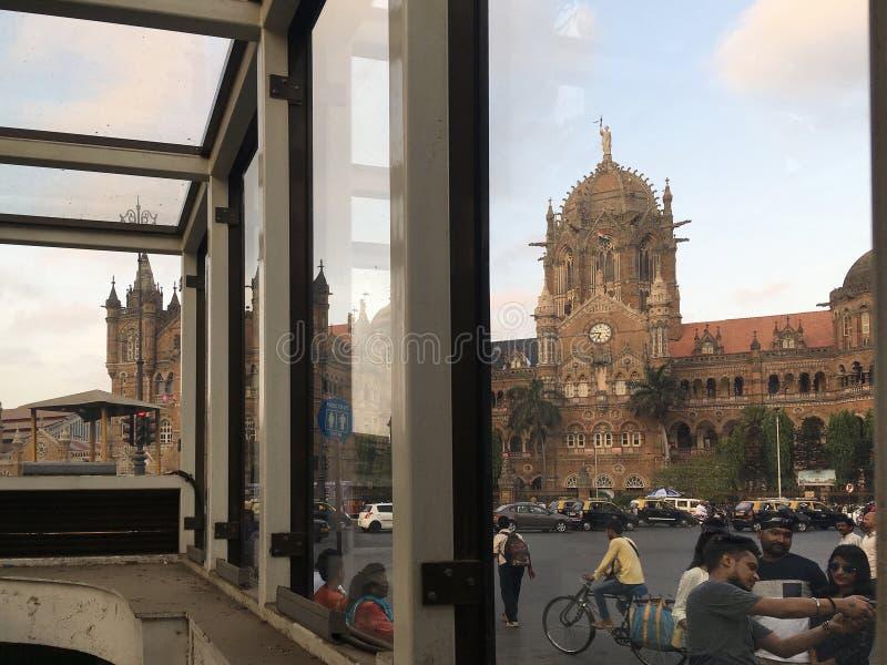 Gångtunnel till för Victoria Terminus för arvarkitektur-värld arv järnvägsstationen för CST VT nu Chhatrapati Shivaji MaharajTerm fotografering för bildbyråer