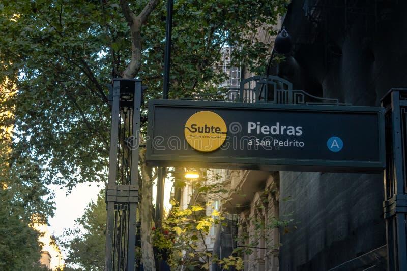 Gångtunnelen Subte undertecknar in i stadens centrum Buenos Aires - Buenos Aires, Argentina royaltyfria bilder