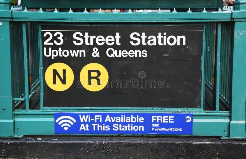 Gångtunnelingång på den 23rd gatan i NYC arkivbild