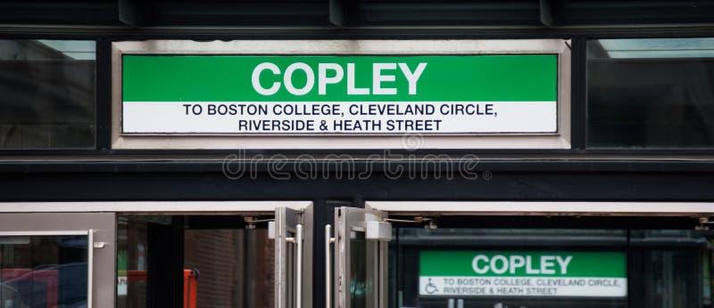 Gångtunnelingången undertecknar på den Copley stationen i Boston arkivbilder