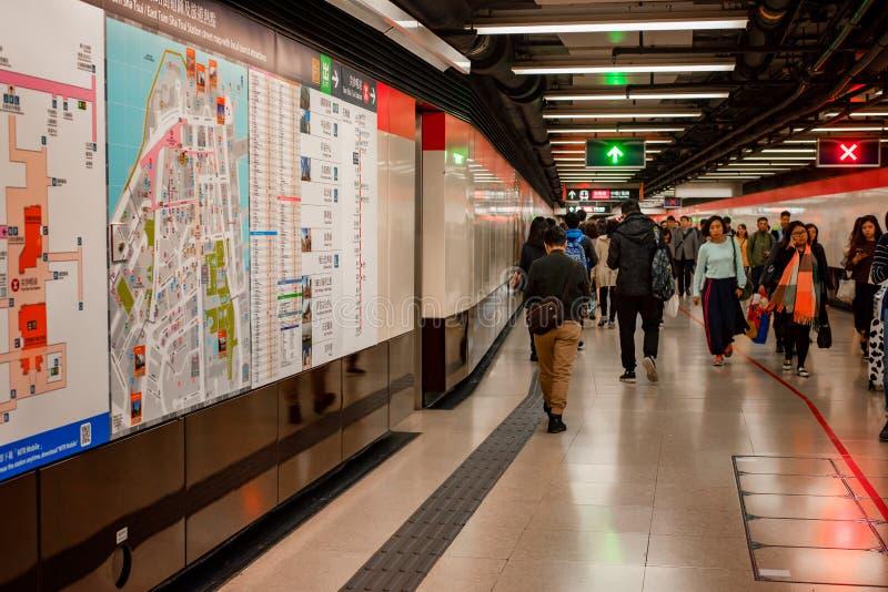 Gångtunnelpendlarekorridor, Tsim Sha Tsui, Hong Kong arkivbilder