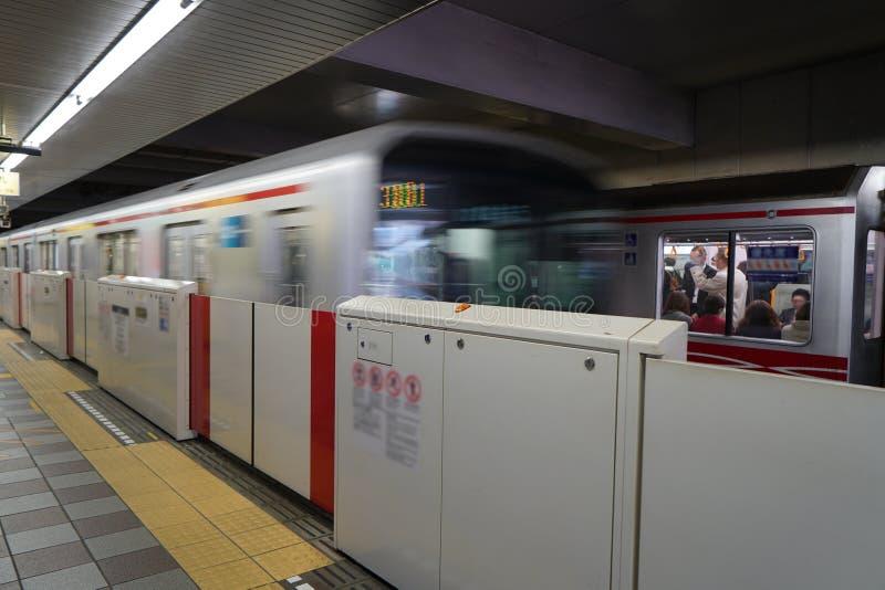 Gångtunnelstation i Tokyo royaltyfri bild