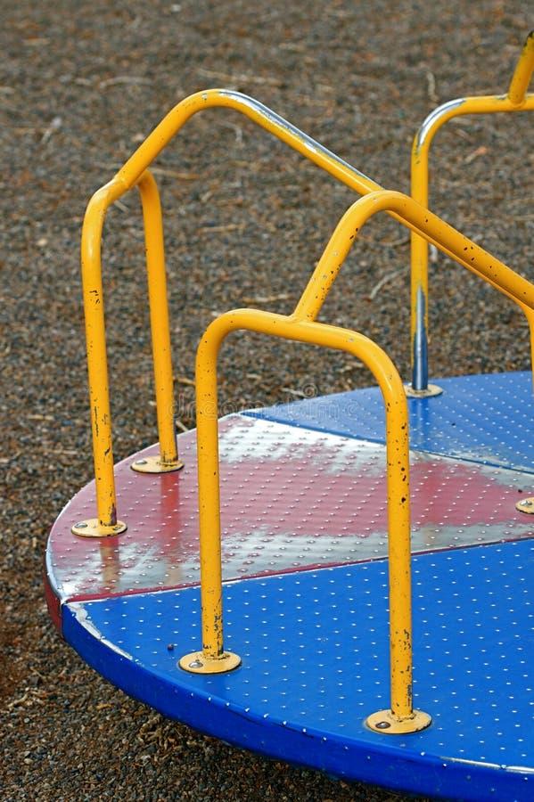 går den runda glada lekplatsen royaltyfria foton