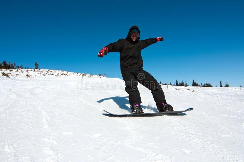 går snowboarderen royaltyfri foto