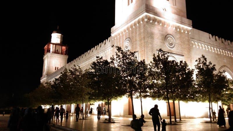 Gård av en moské mitt i natten arkivfoto
