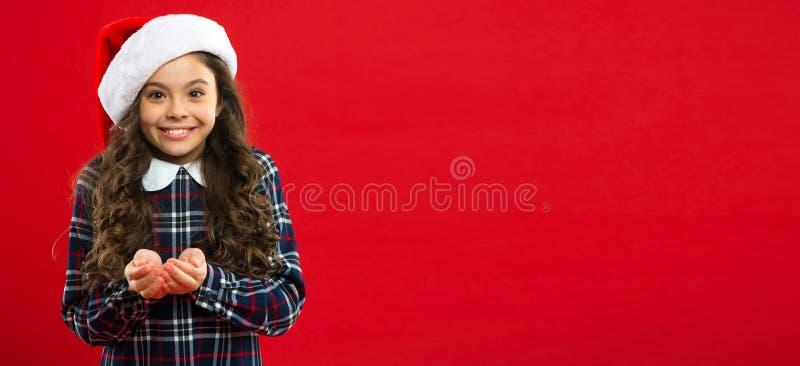 Gåva för Xmas Barndom Parti för nytt år Santa Claus unge shoppa för jul lycklig ferievinter liten flicka royaltyfri foto