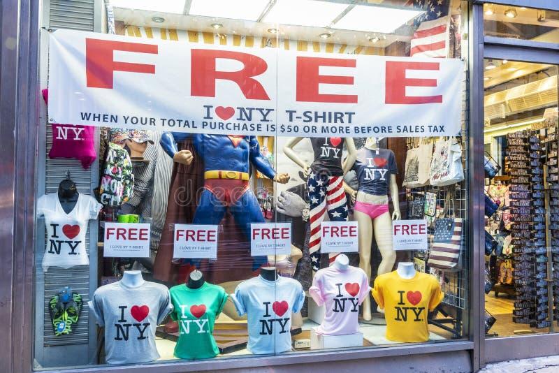 Gåva- och klädlager i New York City, USA royaltyfria foton