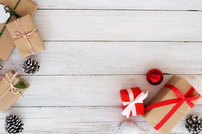 Gåvaask för jul och för nytt år fotografering för bildbyråer