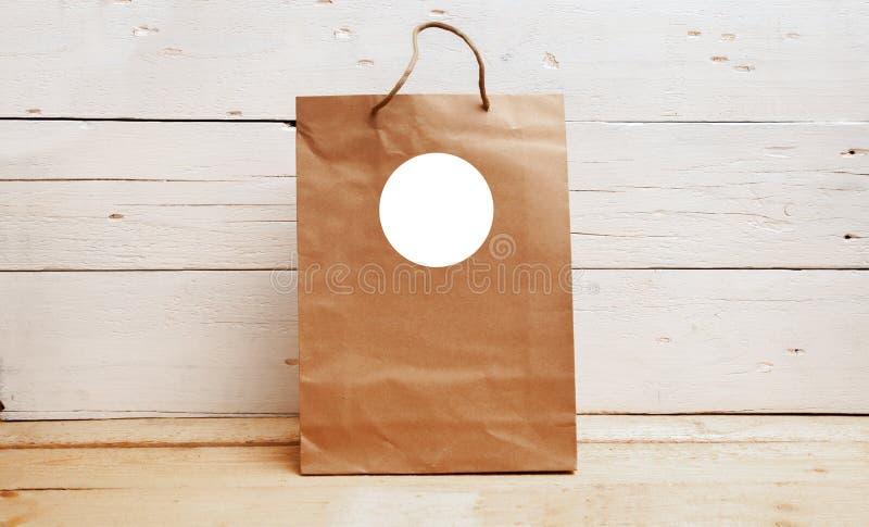 Gåvaetikettsmodell, kraft papperspåse, välkommen påseetikett, tom etikettsmodell, tacka dig etiketten royaltyfri foto
