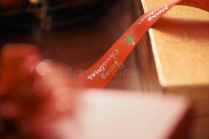 Gåvainpackning för jul och nytt år handgjort royaltyfri bild