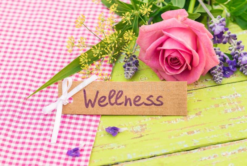 Gåvakort för Wellness med den romantiska buketten av blommor royaltyfri fotografi
