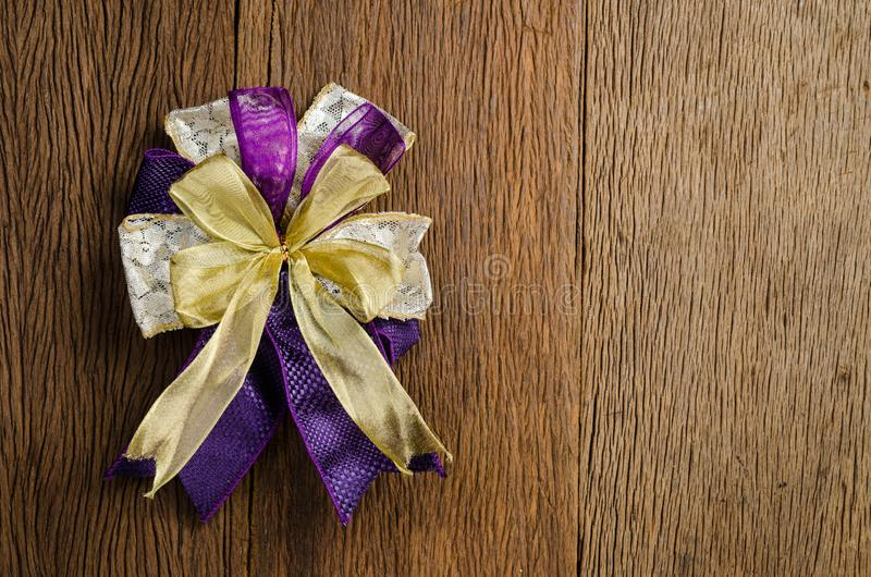 gåvapilbåge, närvarande pilbåge, bandpilbåge royaltyfri bild