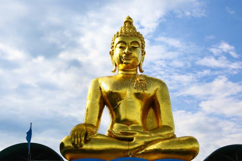 Géant Bouddha dans la concession Ruak, Thaïlande image stock